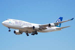 "photo credit: <a href=""http://www.flickr.com/photos/46423105@N03/4271149672"">Air New Zealand Boeing 747-475; ZK-SUH@LAX;18.04.2007/463mo</a> via <a href=""http://photopin.com"">photopin</a> <a href=""https://creativecommons.org/licenses/by-sa/2.0/"">(license)</a>"
